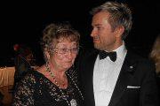 Ganz gerührt: Uwe mit Mama Elisabeth Kröger (©Foto: Gaby Hildenbrandt)